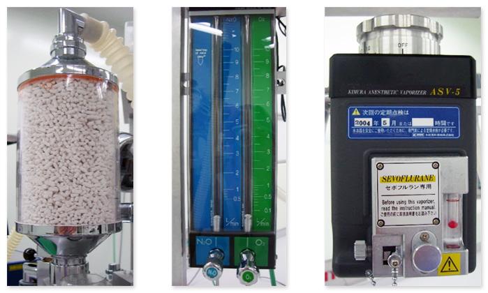 左から、キャニスター、流量計、気化器です